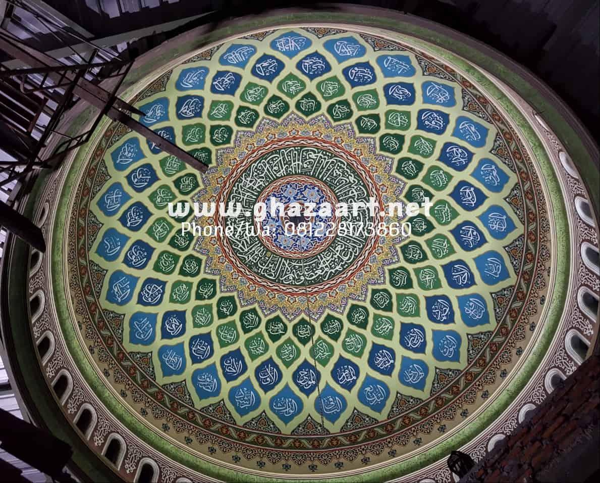 Hiasan kaligrafi asmaul husna kubah masjid subulussalam